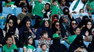 بالصور..شاهد العائلات السعودية باستاد الملك فهد لأول مرة