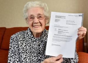 معجزة .. عجوز في عامها الـ (100) حامل !