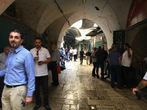 الاحتلال يعتدي على المرابطين عند باب المجلس..اقتحامات للمسجد الأقصى