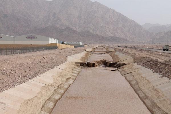 اغلاق طريق البحر الميت العقبة بسبب ارتفاع منسوب المياه