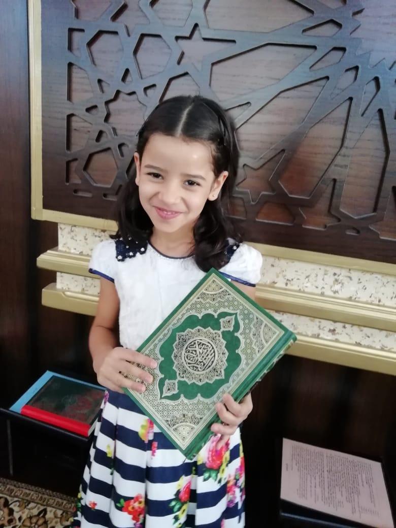 """مبارك التخرج لـ""""سارة الحوامدة"""" في حفظ القرآن الكريم"""