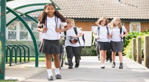 دراسة: الأطفال أكثر عرضة للتغيب عن المدرسة عندما تتعرض أمهاتهم للعنف