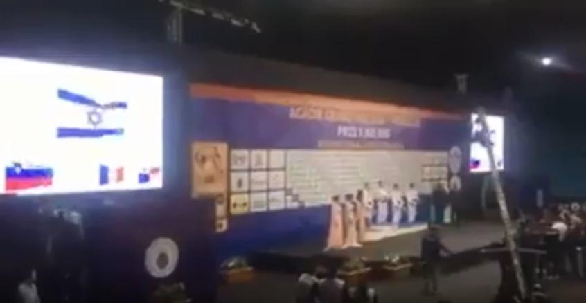 بالفيديو  ..  العلم الإسرائيلي يرفرف في بطولة الجودو في هذه الدولة العربية