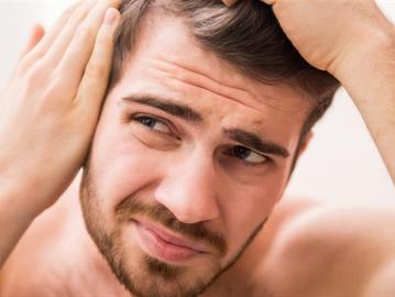 تعانون من تساقط الشعر؟ توقفوا عن تناول هذه المأكولات
