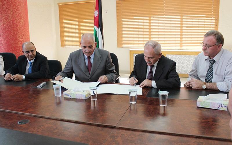 مواطن يتبرع بارض وبناء مدرسي جديد بقيمة مليون دينار في منطقة سويمة