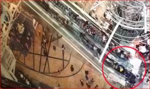 بالفيديو.. درج كهربائي يغير اتجاهه فجأة ويتسبب بحالة هلع