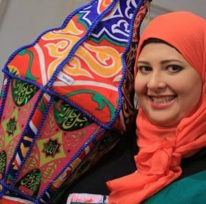 المذيعة غادة تخلع حجابها وتقول: كنت أعاني منه.. و لا يعني اني تخليت عن علاقتي مع الله.. صور