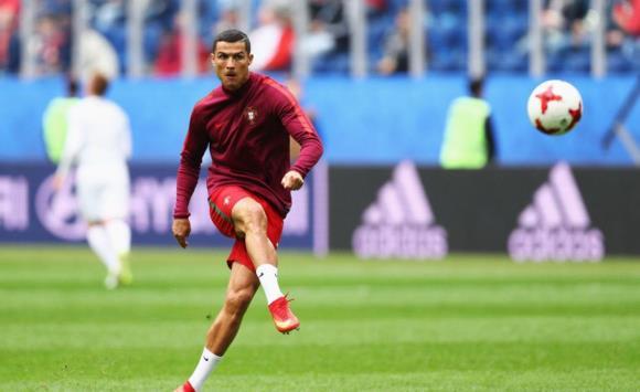 رونالدو يقود البرتغال لنصف نهائي القارات