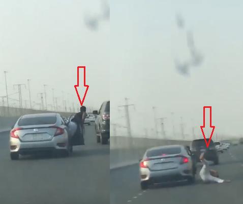 بالفيديو ..  شاب يحاول القفز من سيارته الى سيارة اخرى على الطريق السريع ..  فكادت ان تنتهي بكارثة