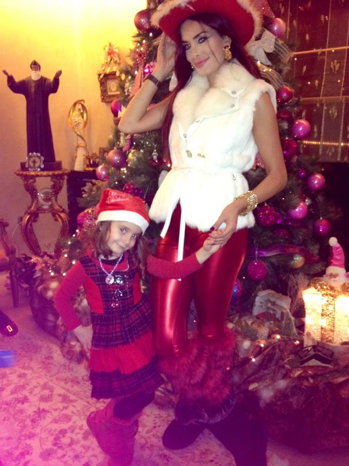 دومينيك تحتفل مع ابنتها بالميلاد ..  وتتغزل في وسام بريدي!