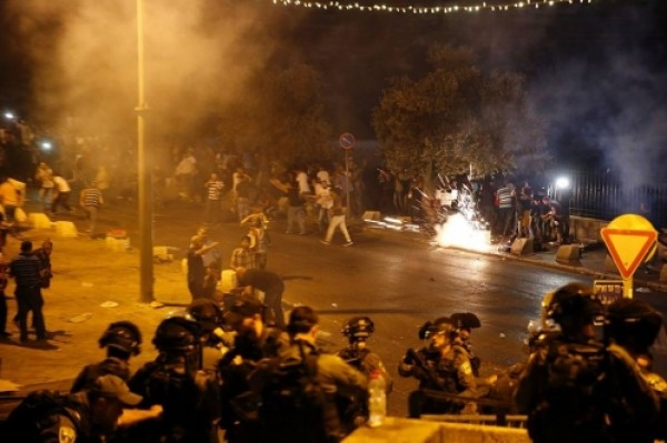 اندلاع مواجهات بين الشبان الفلسطينيين وقوات الاحتلال في القدس