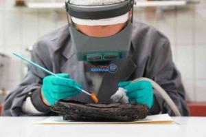 كعكة عمرها 79عاما تثير حيرة علماء الآثار في شمال ألمانيا
