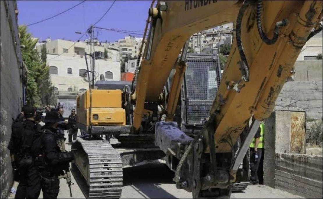 الاحتلال يوزع إخطارات هدم لمنازل في العيساوية