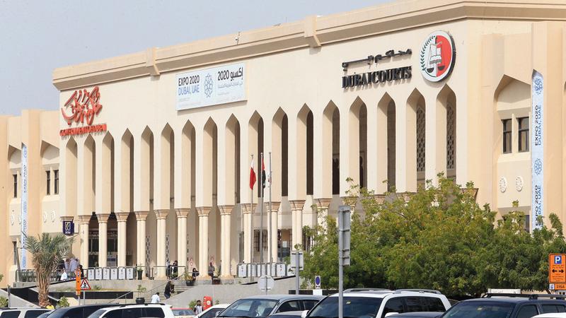 محاكمة شخصين بتهمة اغتصاب شاب وقتله بسبب صور نساء في دبي