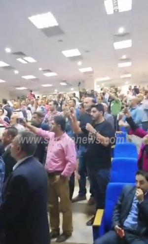 طرد الفريق الوزاري من قبل مواطنين غاضبين في عجلون
