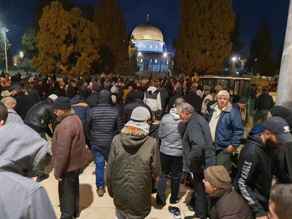 """الآلاف يؤدون صلاة """"الفجر العظيم"""" في الأقصى"""