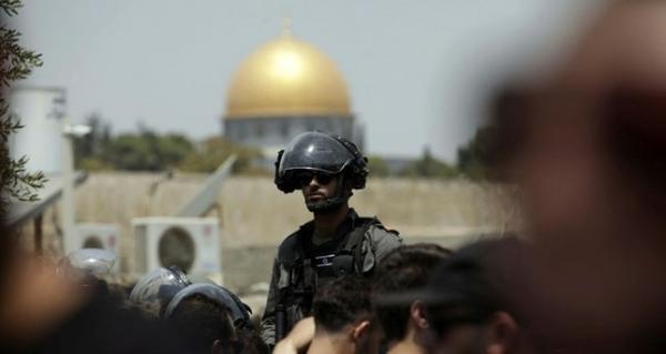 سلطات الاحتلال تغلق باب العامود بالقدس المحتلة