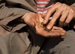المتسولون ينتشرون في العقبة.. يشحدون نهاراً من المساجد .. و يسكرون بالمال ليلاً - تفاصيل