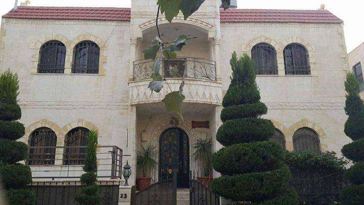 منزل تربلكس شبه فيلا للبيع في ضاحية الياسمين