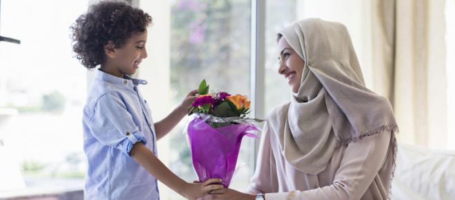 الإفتاء: عيد الأم لا يتعارض مع الشريعة