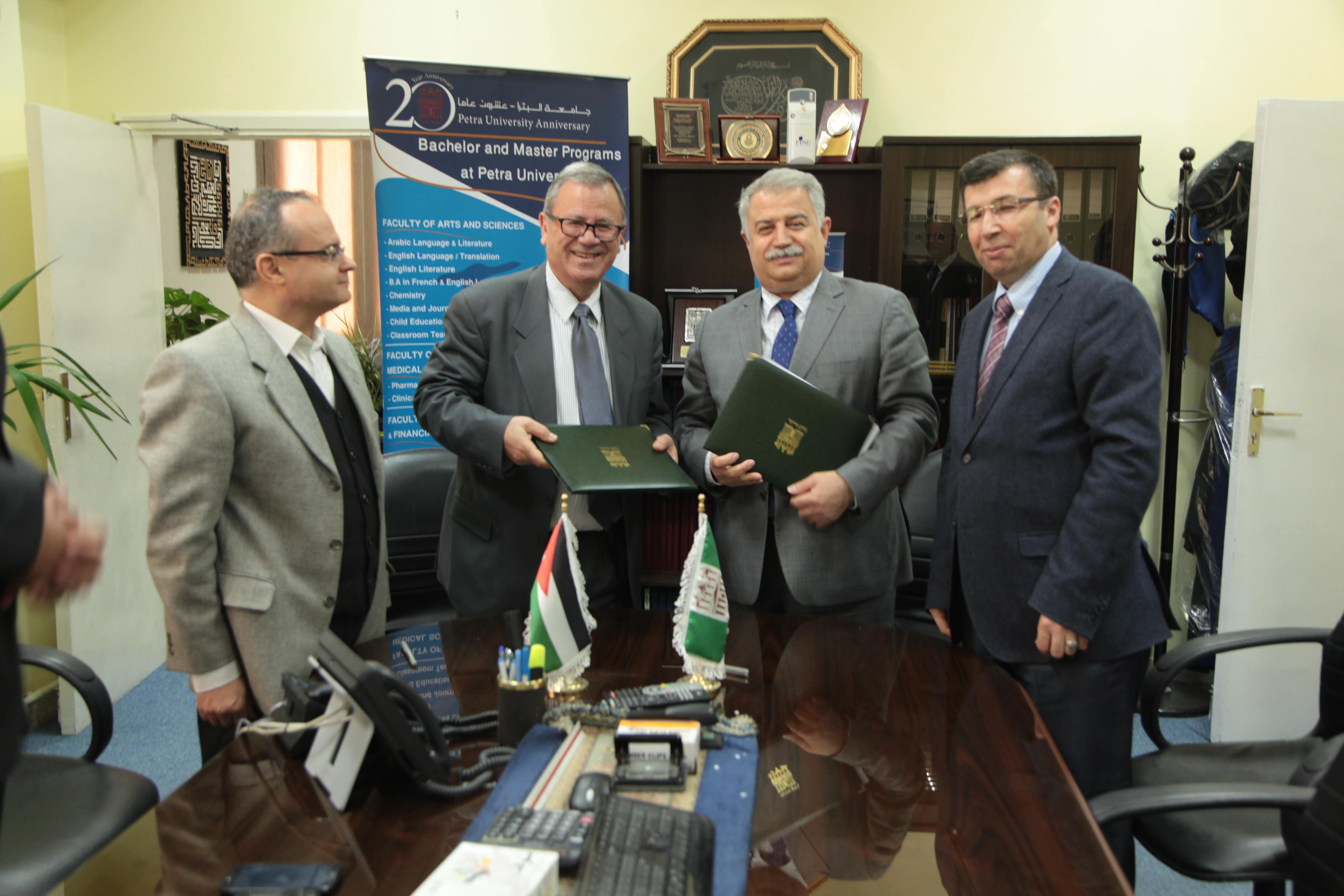 توقيع اتفاقية تبادل ثقافي بين جامعة البترا وجامعة نجم الدين التركية
