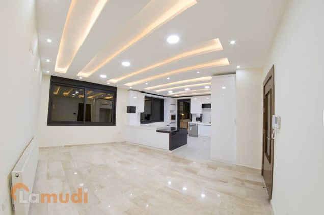 شقة رائعه بتشطيبات عالية الفخامة قرب المدارس العالمية للبيع بسعر مناسب من المالك مباشرة