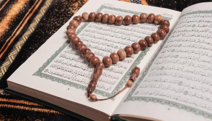 كم سجدة في القرآن الكريم؟ وما مواضعها؟