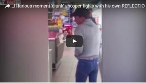 بالفيديو: متسوق مخمور يتشاجر مع انعكاس صورته بالمرآة