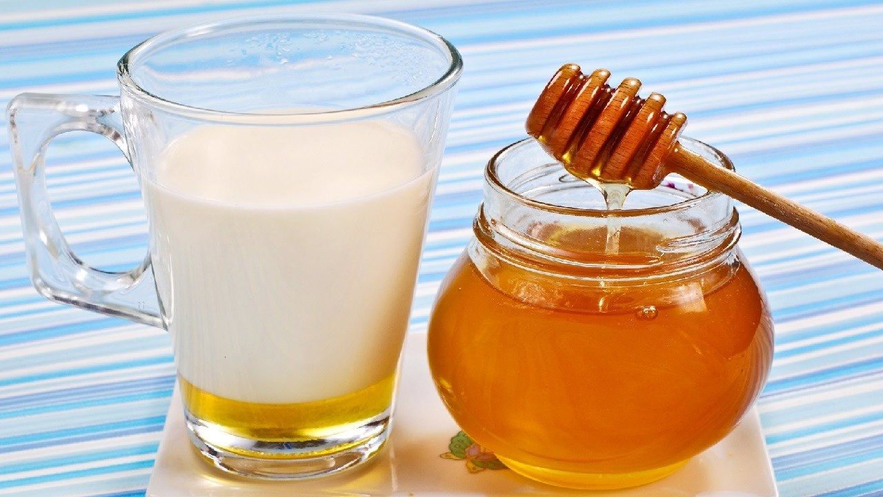 فوائد مذهلة لشرب الحليب بالعسل على الريق