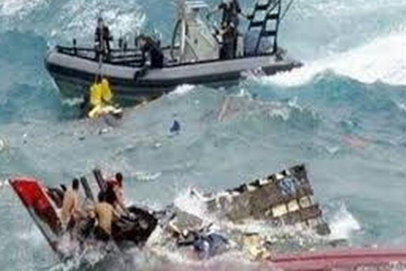 مركب للمهاجرين السوريين  يغرق و يتسبب بمقتل 17 شخص قبالة السواحل التركية