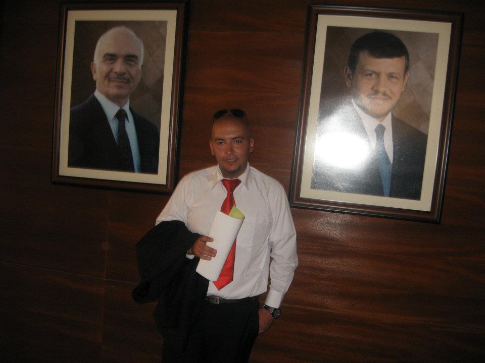 الاستاذ جعفر الخندقجي يبارك لدكتور احمد الزعبي