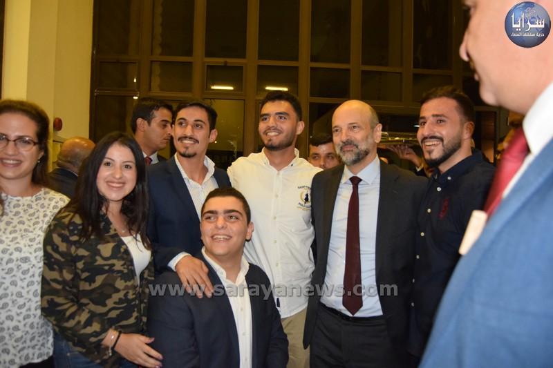 بالصور ..  جانب من لقاء الرزاز في الجامعة الاردنية بالطلبة