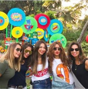 بالصور ..  زينة تحتفل بعيد ميلاد توأميها الغائبين