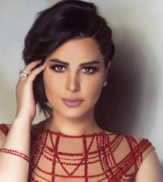 """شمس تُهين عامل حديقة منزلها المصري ..  والجمهور: """"لا حشمة ولا أخلاق"""""""