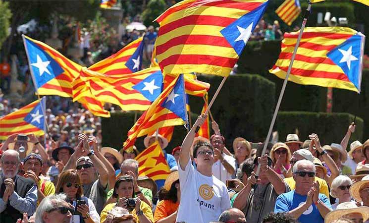 رئيس كتالونيا يعلن الاستقلال عن إسبانيا