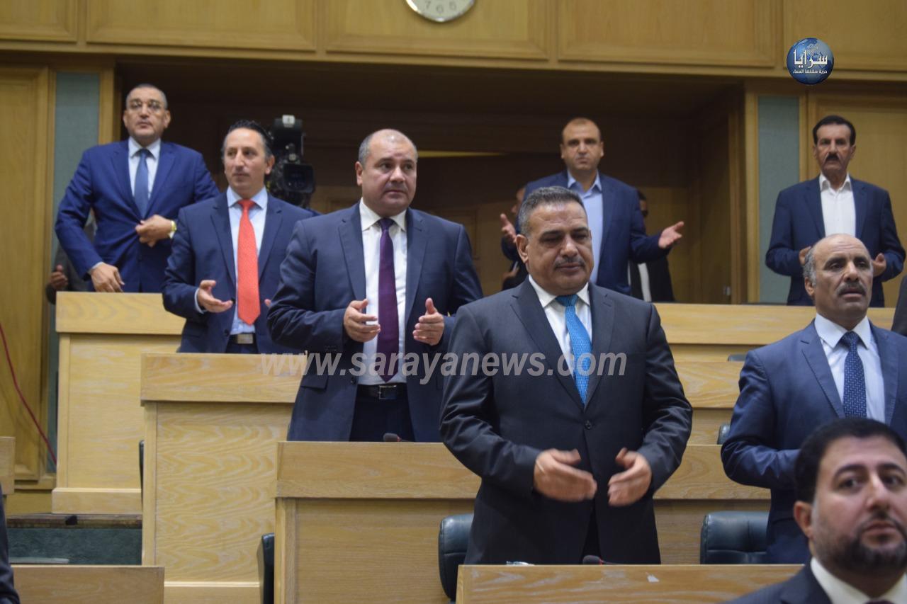 بالصور  ..  النواب يقرأون الفاتحة على روح النائب الاسبق محمد علي الدردور