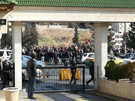 اتفاق نيابي حكومي ينهي اعتصام المزارعين ويتوصل لحلول لمطالبهم