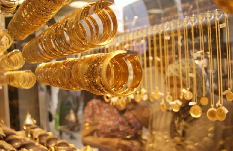 الذهب يرتفع مع تراجع الأسهم