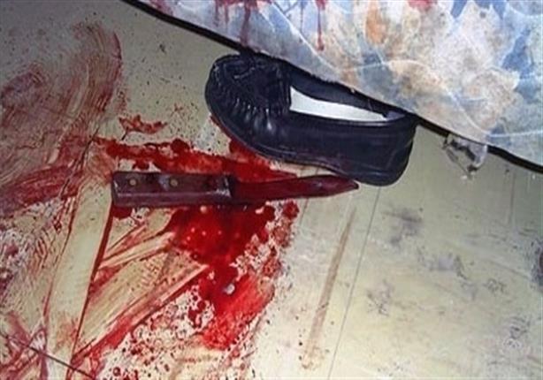 وجد عشيق زوجته تحت سريرها عاريًا ثم حدثت الكارثة
