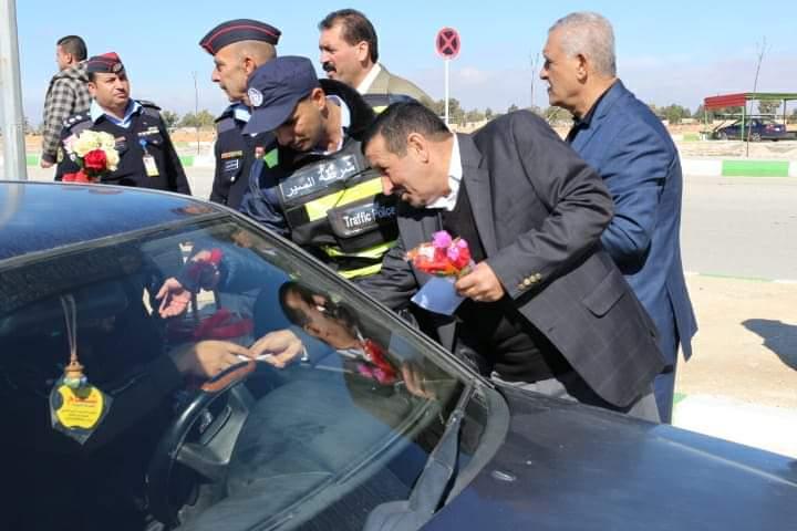 مبادرة (وردة لكل سائق ملتزم)