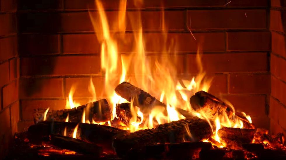 بدم بارد ..  امرأة تحرق زوجها حيا بسبب لون بشرته!