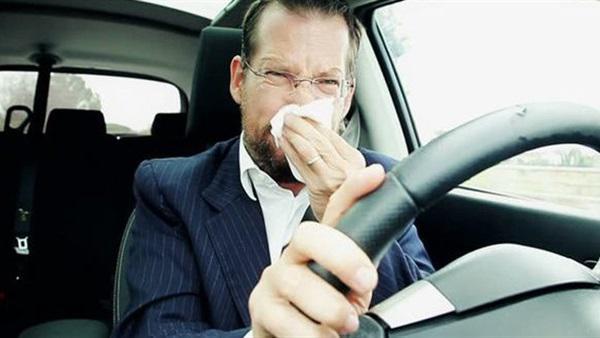 أسباب رائحة الزيت المحترق داخل السيارة