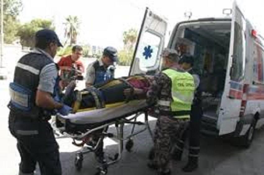 اربد : اصابة شخصين بحادث انقلاب مركبة على طريق البترا