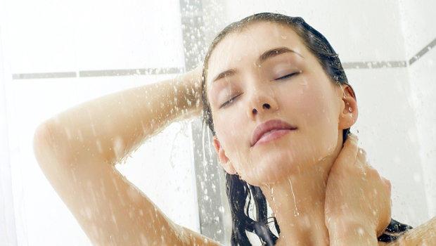بعد الاستحمام ..  لا تغفلي عن هذه الأشياء الهامة