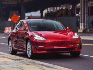 تسلا تتوقع بيع 20 مليون سيارة عام 2027