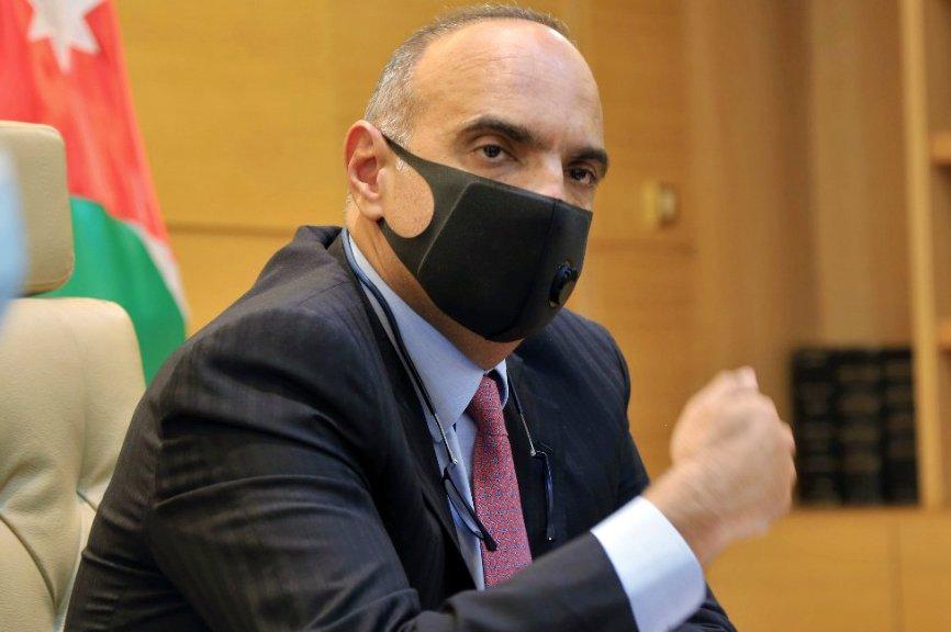 """هل ستفتح """"استقالة الوزيرين"""" باب تعديل وزاري موسع على حكومة الخصاونة؟"""