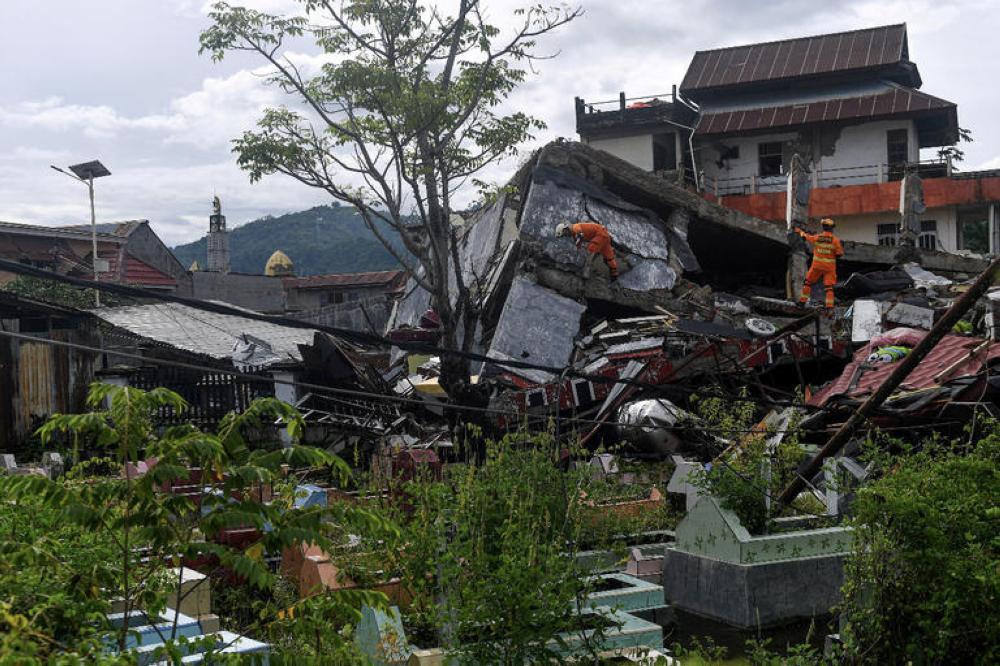 ارتفاع عدد ضحايا زلزال إندونيسيا إلى 73 قتيلا