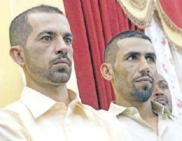 استقبال ضابطي الصف المفرج عنهما المزاوده والسرحان بمطار الخرطوم