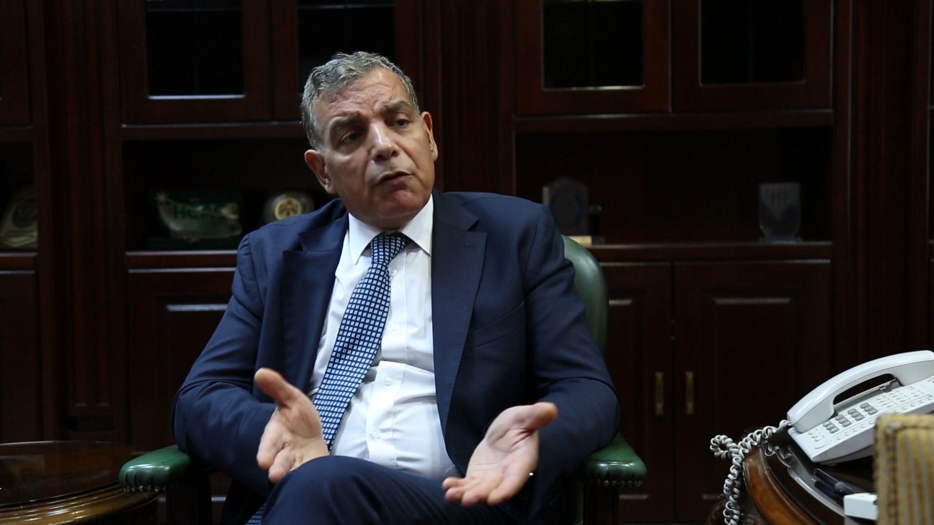 """وزير الصحة : اذا ضليتوا ببيوتكم الفايروس """"بنشف وبموت"""""""