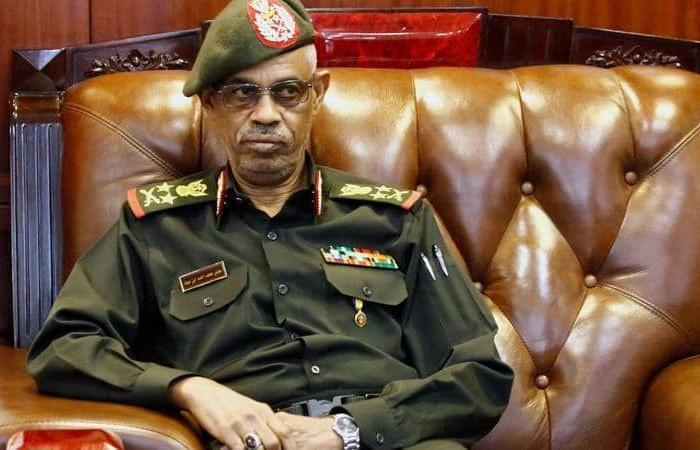 بن عوف يتنازل عن رئاسة المجلس العسكري الانتقالي في السودان